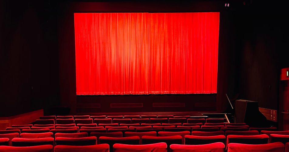 Cine-stock-rojo