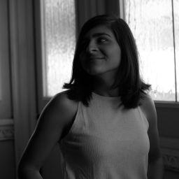 Nicole Villalobos Mora, licenciada en Cine y Televisión de la Universidad Veritas, con énfasis en dirección. Miembro de la Unión de Directoras de Cine de Costa Rica.